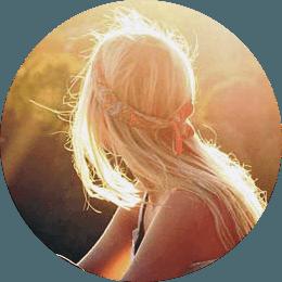 Vrouw rivier zonlicht rust